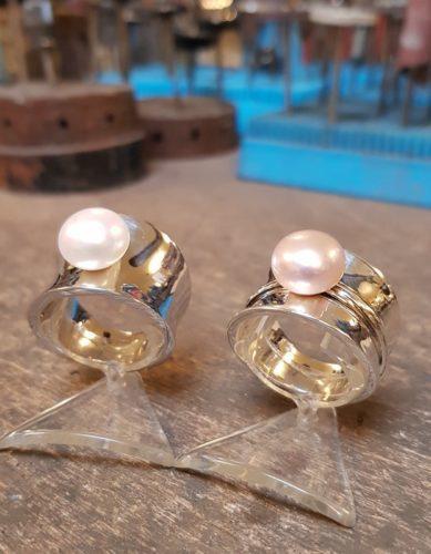 diabolo-ringen-witte-parel-en-roze-parel-amfora-sluis-