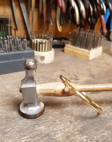 gouden armband met diamant amfora edelsmid atelier sluis